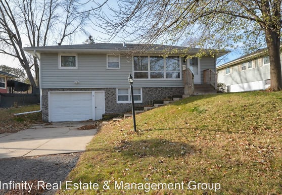 2014 23rd St NW, Rochester, MN