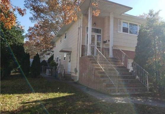 1339 Woodside Ave, Baldwin, NY