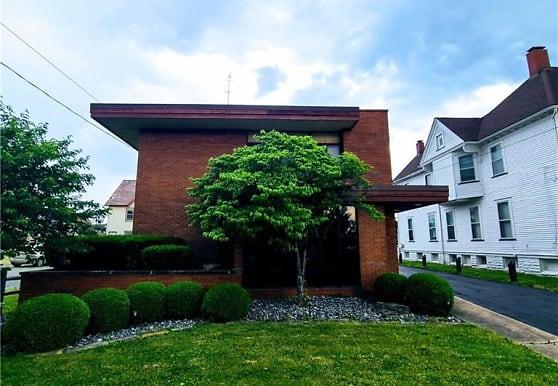 157 Porter St NE 1, Warren, OH