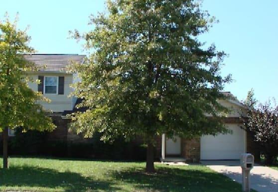 102 Twin Oaks Dr, Belleville, IL