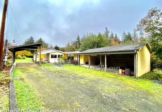 2120 Maryland Ave, Myrtle Point, OR