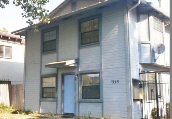 1323 W St, Sacramento, CA