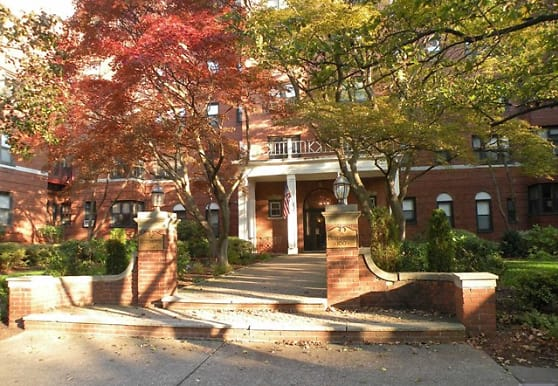 100 Prospect Ave 4A, Hackensack, NJ
