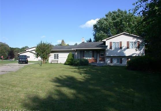 7244 Chapel-View Dr, Clarkston, MI