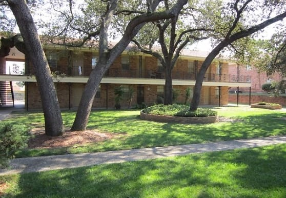 Courtyard Apartments at Cordova, Pensacola, FL
