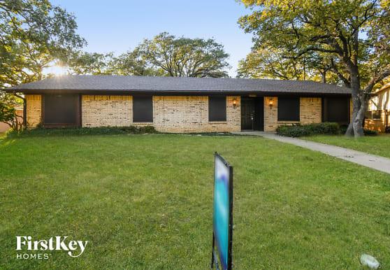 1808 W Cedar Elm Dr, Arlington, TX