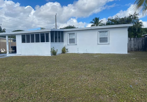 1511 NE 42nd St, Pompano Beach, FL