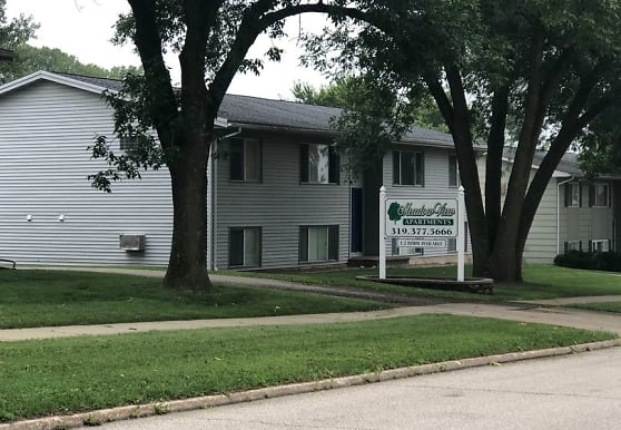 1345 Meadowview Dr, Marion, IA