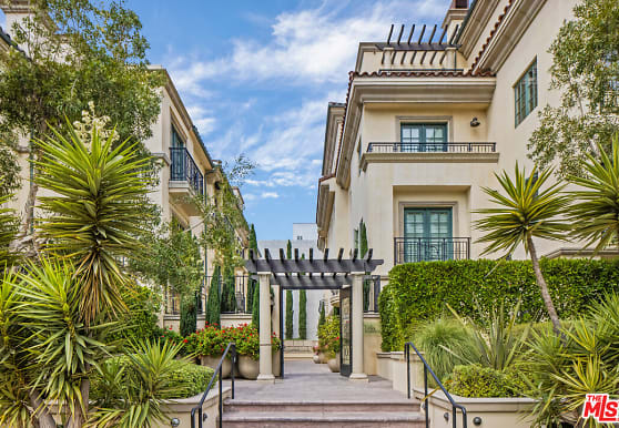 225 S Hamilton Dr 106, Beverly Hills, CA