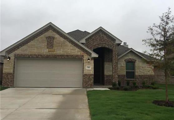 716 Ravenwood Dr, Fort Worth, TX