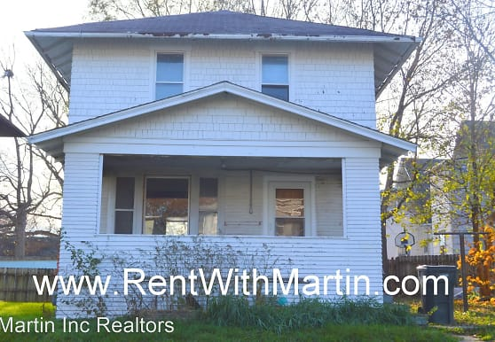 619 W 1st St, Waterloo, IA