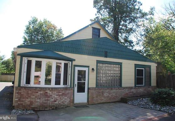 724 W Broad St, Quakertown, PA