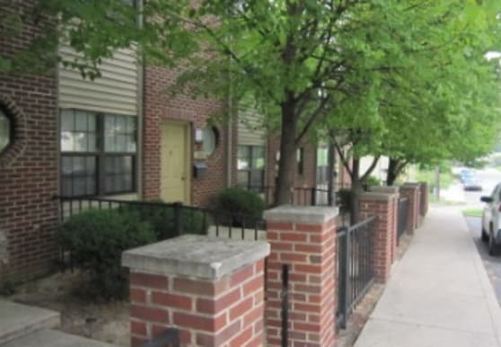 Ohio Street Townhomes Apartments Indianapolis In 46202