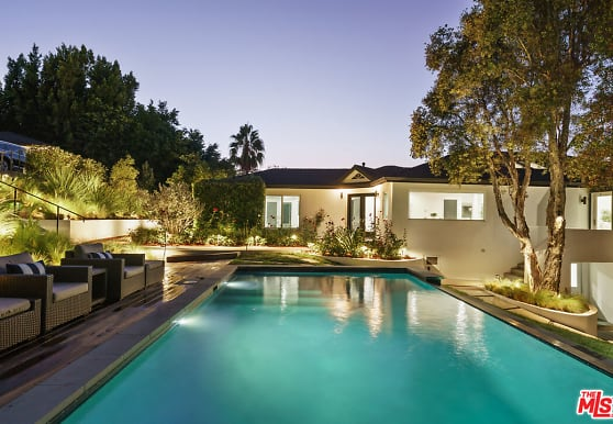 3751 Multiview Dr, Los Angeles, CA