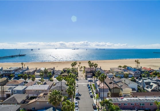1319 E Seal Way, Seal Beach, CA