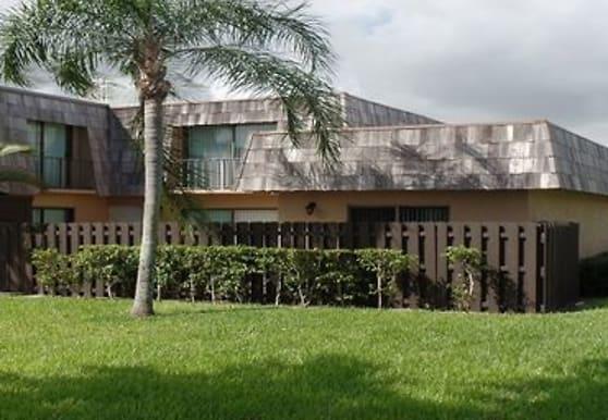 3701 Waterview Cir, Palm Springs, FL