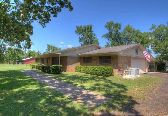 303 Clements Rd, Queen City, TX
