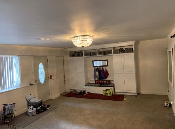 Downstairs01.jpg