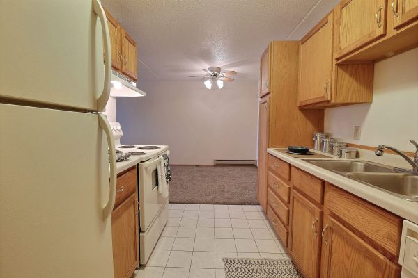 Alden Pines Apartments - 2 Bedroom - Kitchen