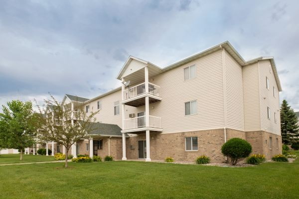 Pinehurst Apartments - Fargo, ND