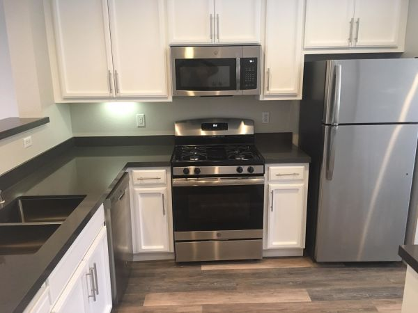 2x2.5/1325sf/$3995 Kitchen