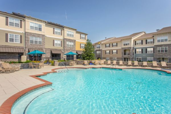 Come Relax Poolside at Amberleigh Ridge