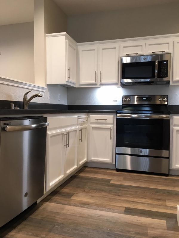 2x2/855 sf/$3795 - Kitchen