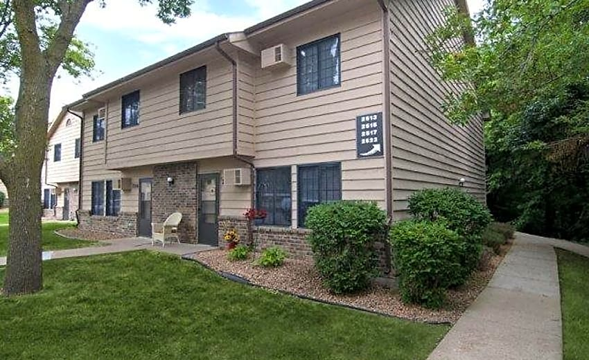Woodcrest Townhomes Apartments Chaska Mn 55318